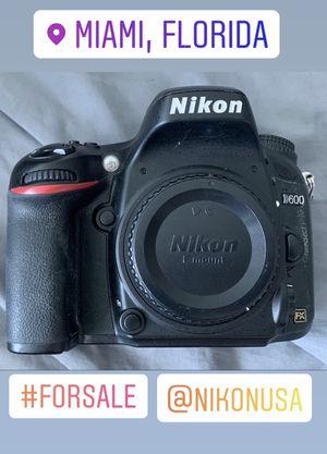 Nikon D600 professional camera for Sale in Miami Beach, FL