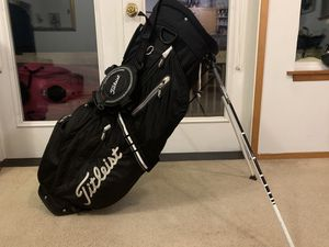 Titleist Carry light weight gold bag with stand for Sale in Bremerton, WA