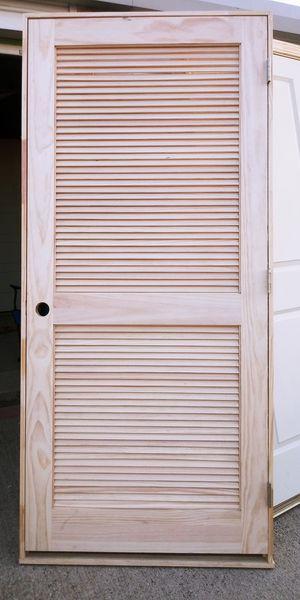 Puerta interior 36x80 de madera solo tengo esta de este diseño precio $40 firme es iscuierda for Sale in Dallas, TX