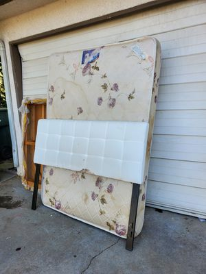 Free Mattress set for Sale in Fresno, CA