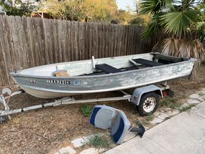 12ft vhull starcraft jon boat, outboard, trolling, and trailer included for Sale in Austin, TX