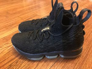 """NIKE LEBRON 15 """"BLACK/METALLIC GOLD"""" YOUTH BASKETBALL SHOE for Sale in Akron, OH"""
