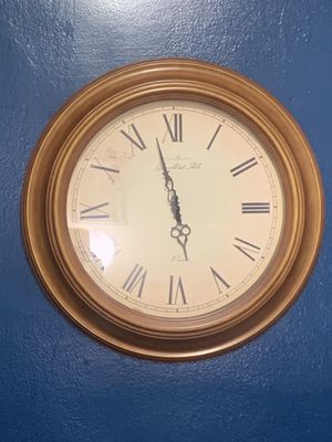 Large 22 inch wall decorated clock for Sale in Yonkers, NY