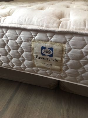 FREE Sealy Posturepedic king size mattress & box springs for Sale in Pinellas Park, FL