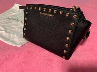 Michael Kors Selma Bag - Medium for Sale in Monroeville,  PA