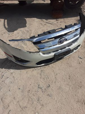 2010 Ford Fusion Bumper and grill and foglights for Sale in Houston, TX