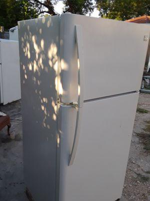 Top and Bottom Kenmore zrefrigerator for Sale in San Antonio, TX
