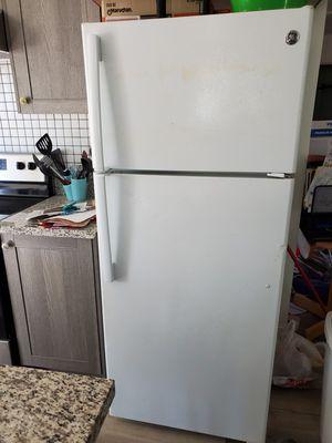 GE refrigerator. for Sale in Dinuba, CA