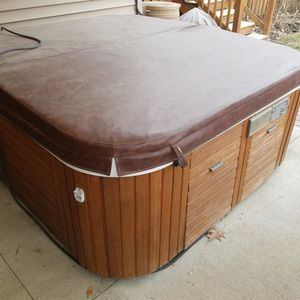 Use Hot Tub For Free .must Come Get It.no Coming to See If You Went It .needs Cover And Heater for Sale in Columbus, OH