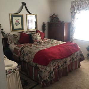Queen size bed mattress and box spring with frame for Sale in Corona, CA