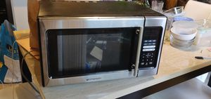 Emerson 900 watt microwave for Sale in Federal Way, WA
