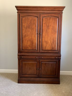 Broyhill TV Entertainment cabinet for Sale in Spearfish, SD