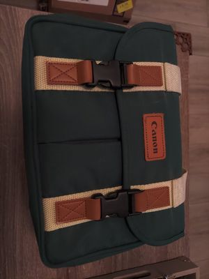 """Vintage Canon Camera Bag 12"""" Green Canvas Padded W Strap Good Condition for Sale in Miami, FL"""