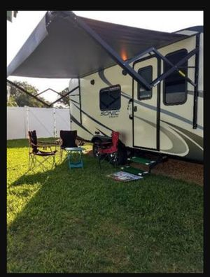 Like new Venture RV Camper for Sale in Seminole, FL