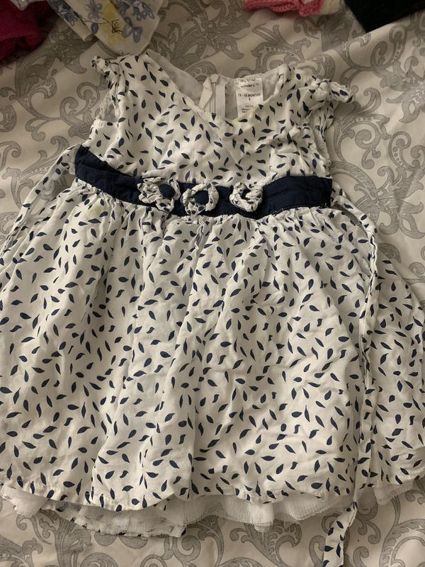 Baby dresses (6 to 9 months)