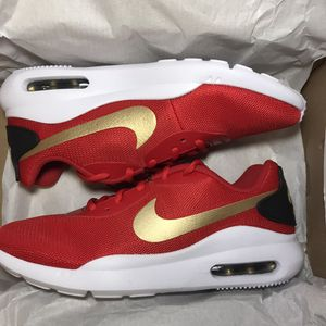 Nike Women's Air Max Oketo Size 7.5 for Sale in Los Angeles, CA