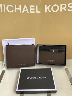 Michael Kors Mens Warren Business Card Holder/Wallet Leather Brown NWT serious inquires only please Low offers will be ignored Pick up only Pick for Sale in Pico Rivera, CA