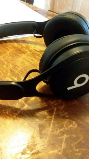 Wireless cheap beats headphones for Sale in Chicago, IL
