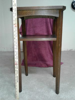 ANTIQUE TABLE/PLANT STAND for Sale in Roseville, MI