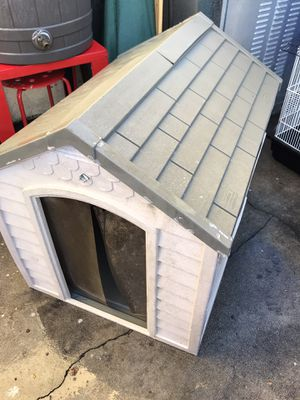 Dog house med size clean for Sale in Hawthorne, CA