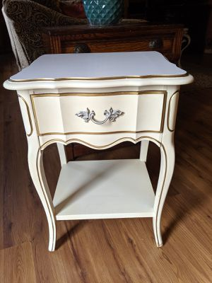 Dixie Fine Vintage Chic End Table for Sale in Lafayette, IN
