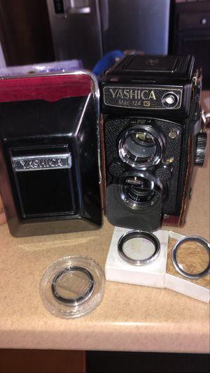Yashica mat 124g Vintage Film Camera for Sale in Lancaster, CA