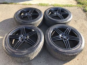 22 inch oem wheels and tires came off Mercedes GL450. 5x112 for Sale in Auburn, WA