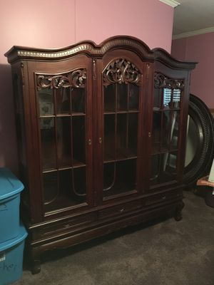 Beautiful China Cabinet in good condition. for Sale in Niederwald, TX