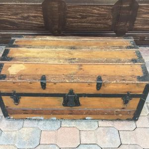 "Antique Trunk 18.5"" x32"" x 13"" for Sale in West Palm Beach, FL"