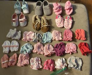 Newborn mittens, shoes, and car seat insert for Sale in Torrington, CT
