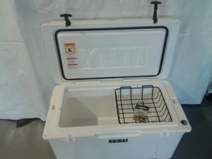 YETI tundra white cooler like new for Sale in Dearborn Heights, MI
