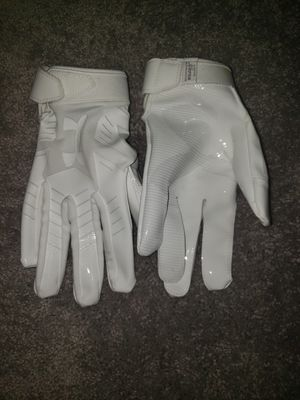BRAND NEW Under Armour F6 wide receiver gloves for Sale in Tampa, FL