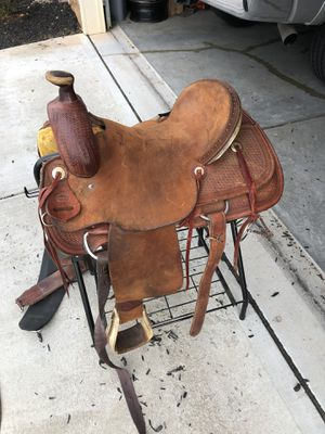Texas roping saddle & rack & saddle pad & bridle for Sale in Clayton, NC