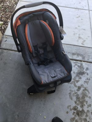 Eddie Bauer rear facing car seat with with base for Sale in Clovis, CA