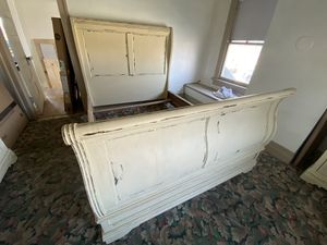 Queen sleigh bed frame, dresser, nightstands bedroom set for Sale in Colton, CA