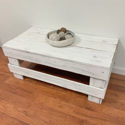White Wood Coffee Table for Sale in Rosenberg,  TX