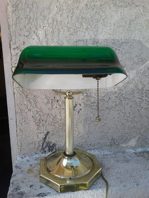 Vintage ( Bankers ) Lamp in good working condition. 🤗 $20 OR BEST OFFER 🤗 for Sale in Morada, CA