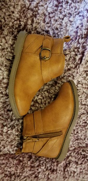 Girls Carter's boots size 8 for Sale in Pasco, WA