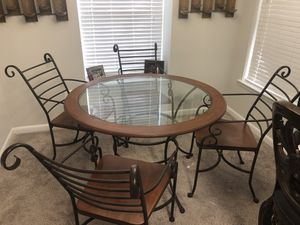 Dining room table for Sale in Manassas, VA