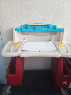 Kids activity desk $5 for Sale in West Covina, CA