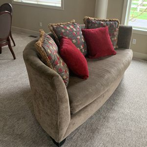 Tan/beige Curved Couch for Sale in Puyallup, WA