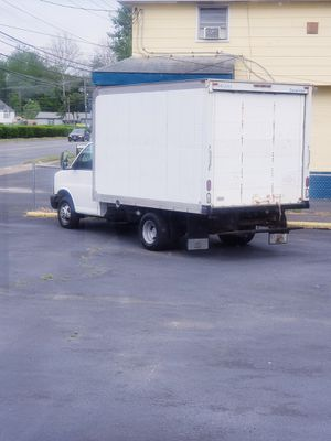 2006 Chevy 12ft Box Truck for Sale in Lindenwold, NJ
