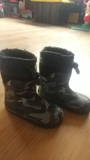 Kids snow boots/rain boots size 9/10 for Sale in San Diego, CA