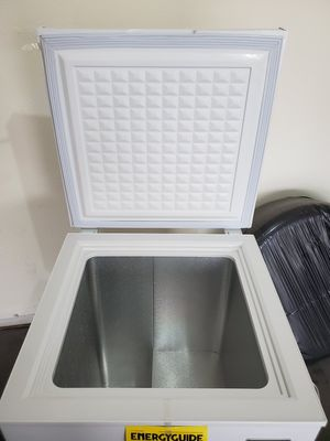 Magic Chef Freezer Chest, white 5 cubic ft. Like new for Sale in Mesa, AZ