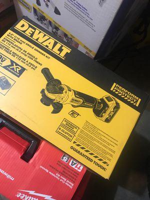 Dewalt 4.5 angle grinder for Sale in Bolingbrook, IL