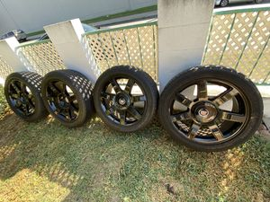 22 Escalade rims 6 lugs shinny black for Sale in Bell Gardens, CA