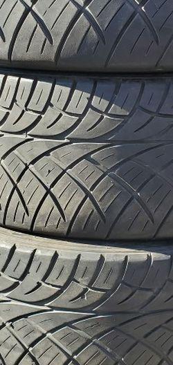 305/40r22 Toyo Tires En Exelentes Condiciones De Vida Las 4 for Sale in Lakewood,  CA