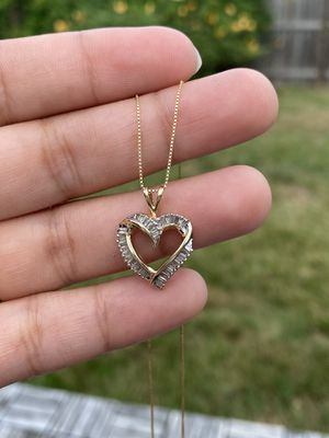 14k gold diamond heart and 20 inches chain for Sale in Weymouth, MA