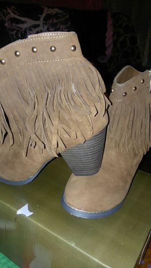 8.5 Brand new brown booties with block heel and fringe for Sale in Greenville, SC