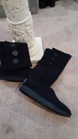 McCarty ugh boots (8) for Sale in Overland Park, KS